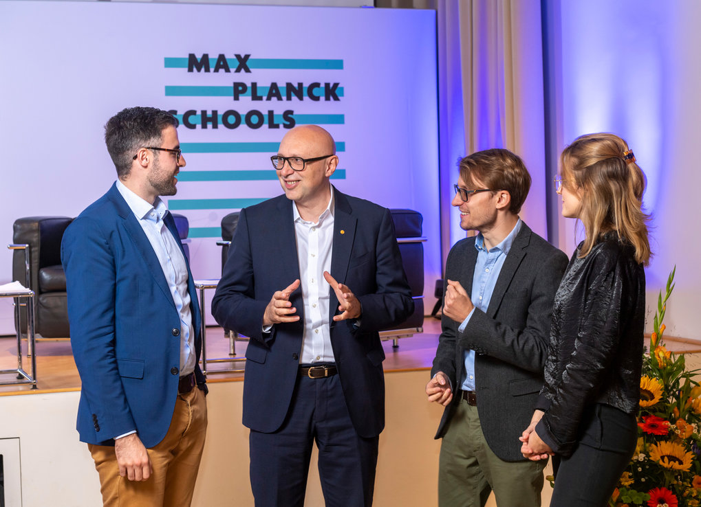 Together with our students, the Fellows of the Max Planck Schools form the foundation of every School. Fellows mentor our young researchers and accompany them throughout their PhD studies.Find out more about our world class supervisers and their research!Picture: Meeting of Max Planck Schools students with Nobel Prize winner Stefan Hell at Kick-off-symposium of the Max Planck Schools in September 2019. Stefan Hell is Fellow of the Max Planck Schools of Matter to Life and Photonics.©David Ausserhofer